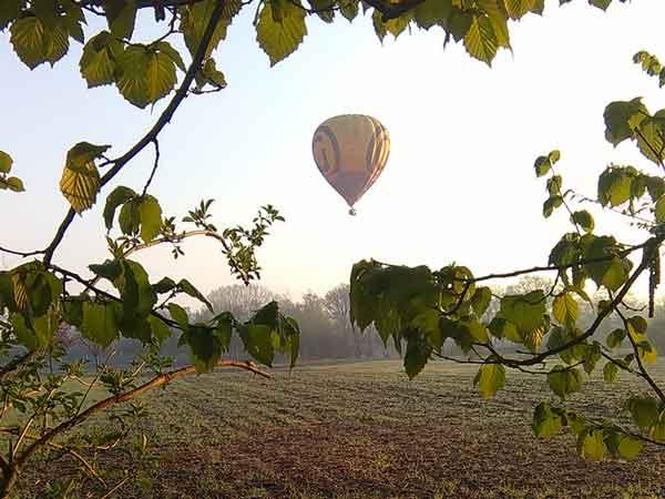 Luchtballon vlak bij MiniCamping Twekkelo