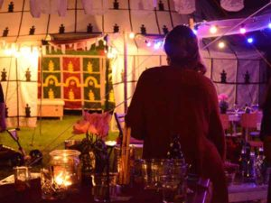 de Marokkaanse tent in de avond