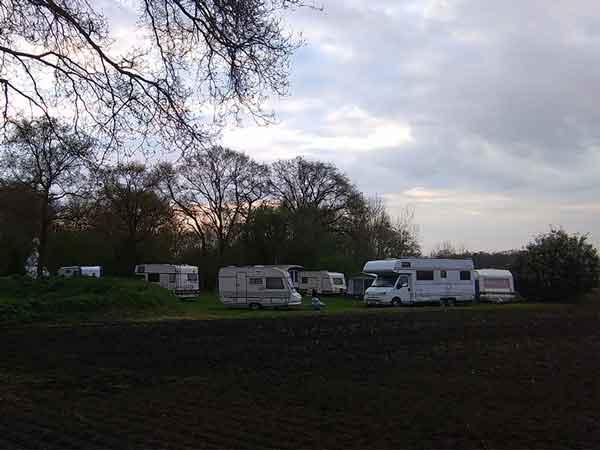 tussen Hengelo en Enschede, in het mooie Twente, ligt onze groene beleef minicamping Twekkelo