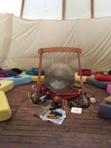 gong, witte salie, ritueel
